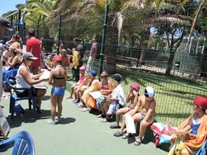 650 alumnos participaron en el primer cursillo de natacion for Piscina municipal los cristianos